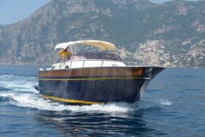 La barca Teo della flotta Luma Charter