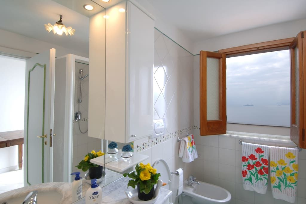Casa Regina bathroom overview
