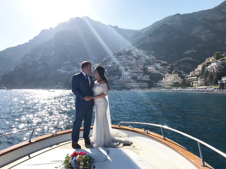 Shooting photo session with a just married couple on a boat in Amalfi Coast