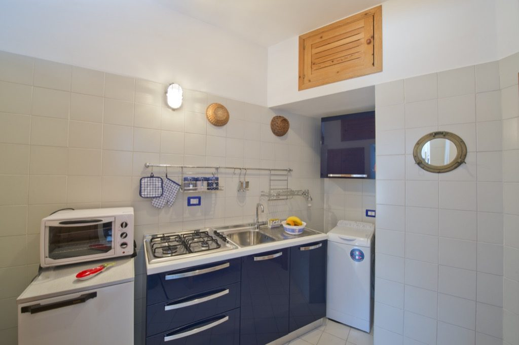 Suite Terramare interior open kitchen blue and white