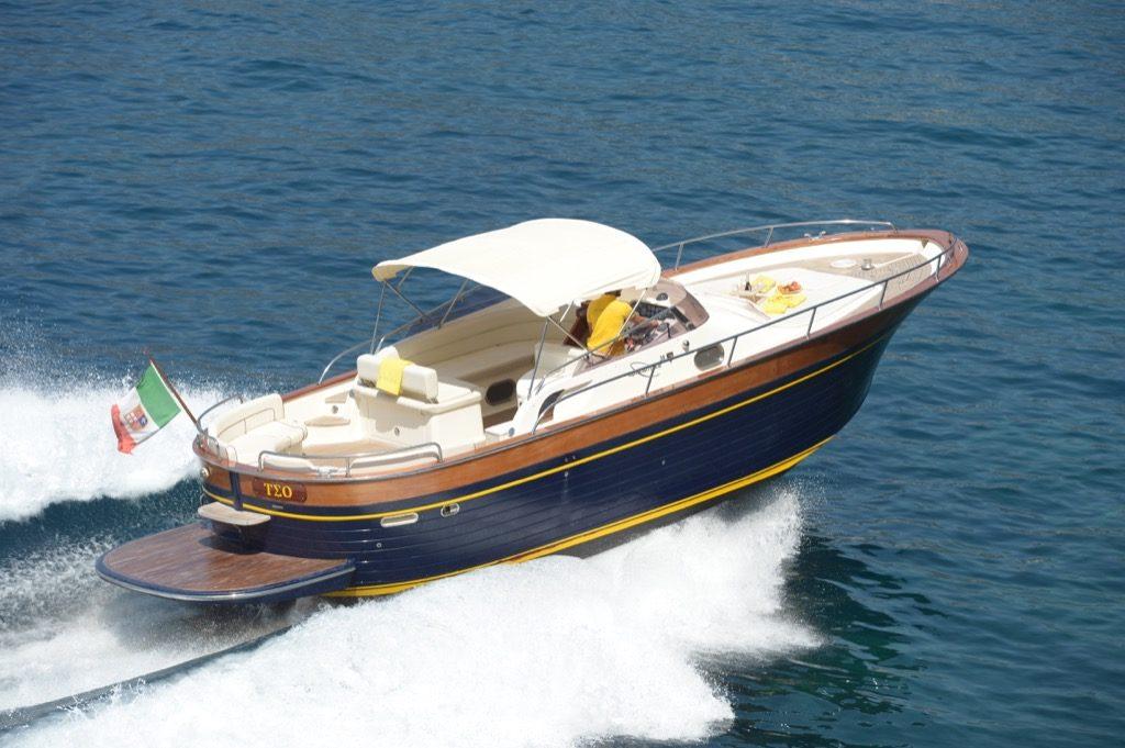 Modern gozzo boat Teo velocity in open sea