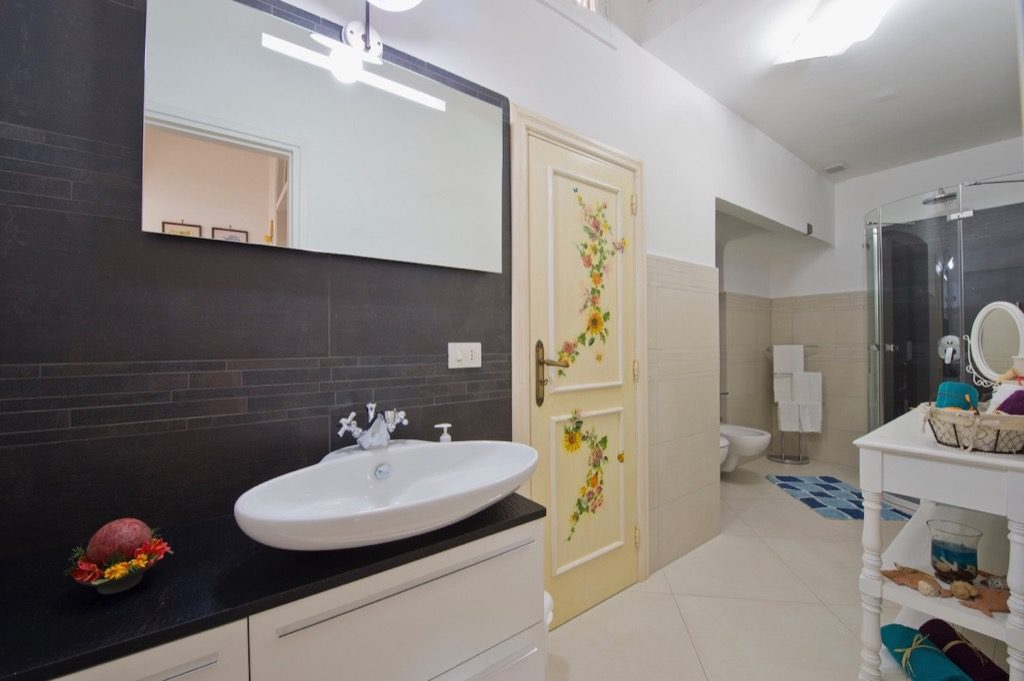 Casa Coccinella bathroom door and mirror
