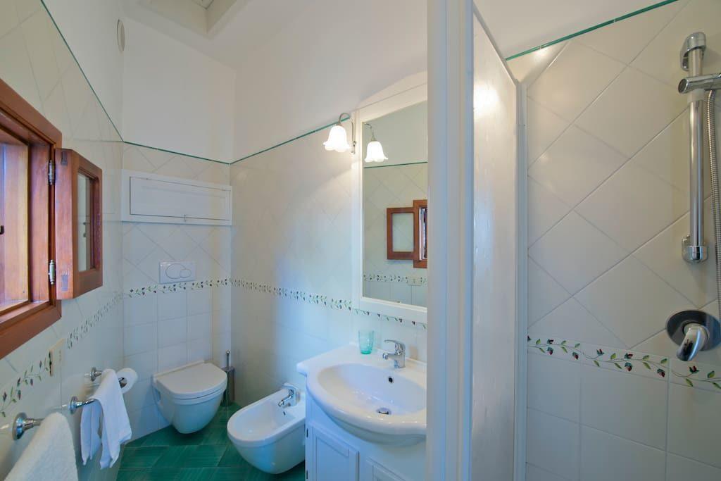 Casa Regina bathroom with shower