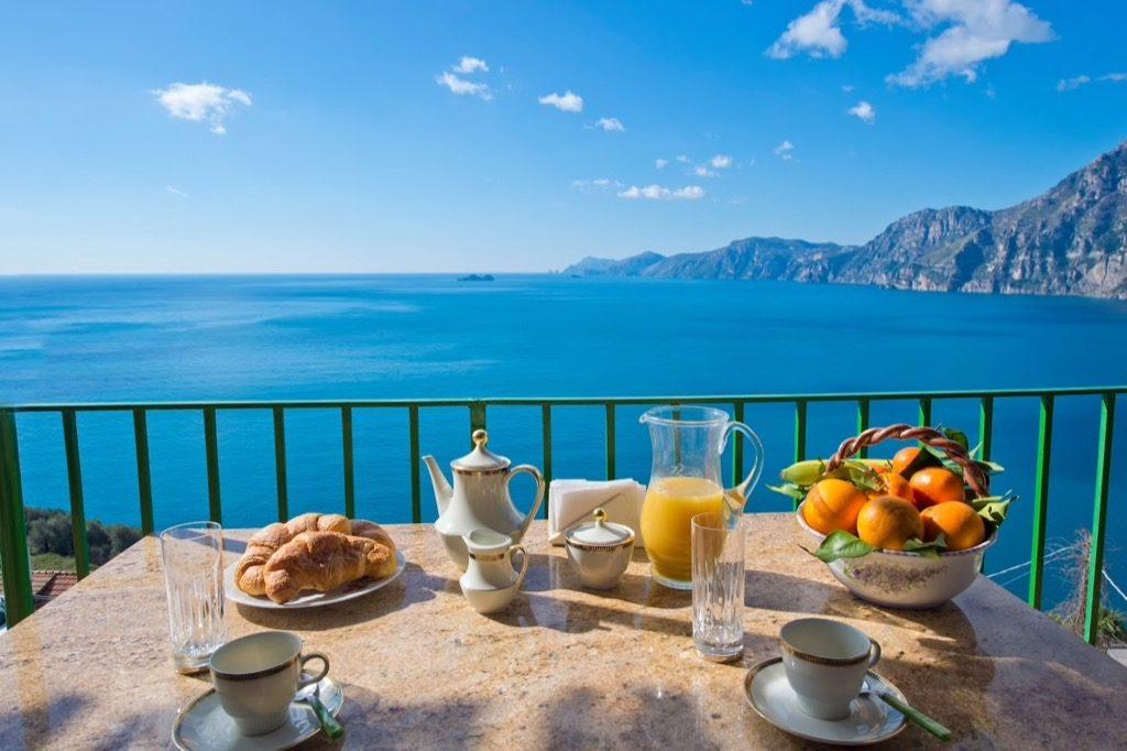 Casa Regina breakfast on the terrace on the sea