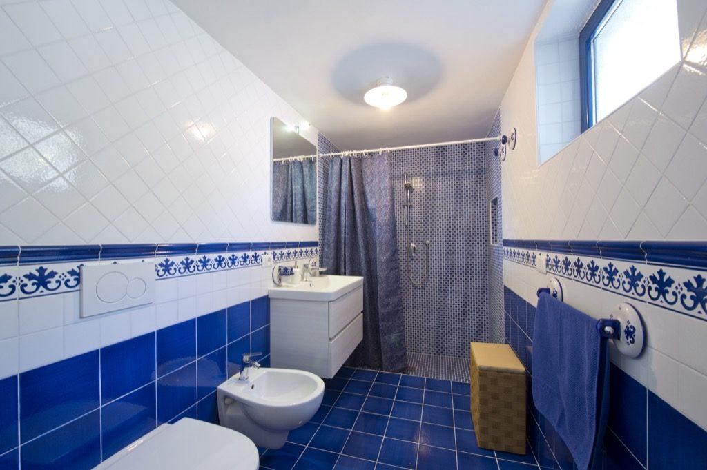 Casa Terramare blue and white bathroom