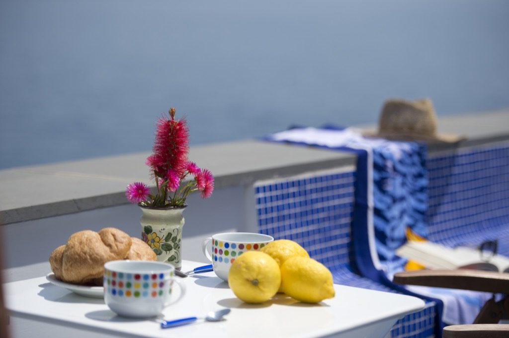 Suite Terramare breakfast on the terrace with croissant and lemons